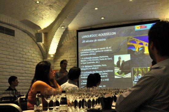 Primeira fotogarfia publicada no artigo Quer aprender sobre vinhos franceses? siga o(a) professor(a) aqui no Brasil!