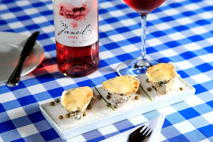 Le Vin faz ostras gratinadas com Rosé Janeil