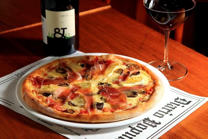 Pizza da Prestíssimo combina bem com os vinhos ensolarados do Languedoc-Roussillon