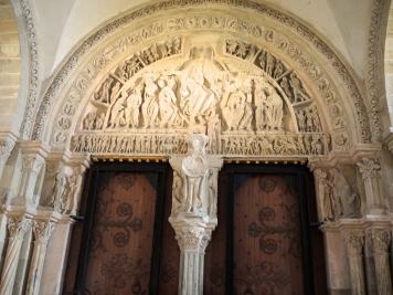 Tímpano da basílica de Ste-Marie Madeleine de Vézelay